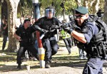 Police Macri Borda - P12.jpg